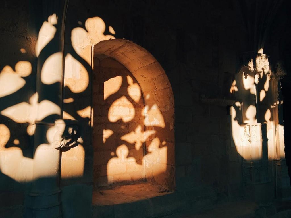 ombre et lumire au Clotre de Cadouin grandsiteperigord