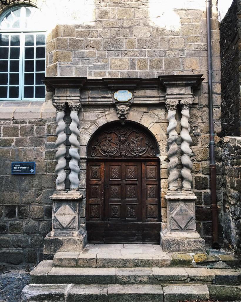 Un joli portail juste  ct du clotre du Puyhellip