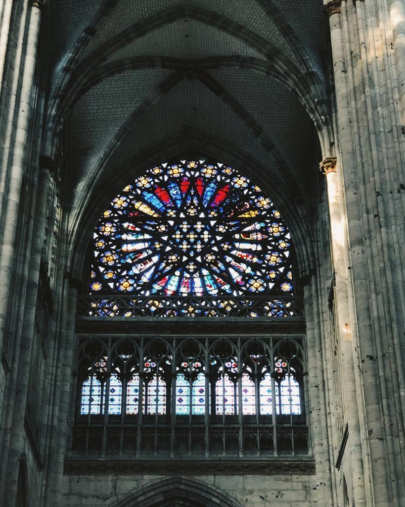 Un pentacle en vitrail  labbatiale Saint Ouen  Rouen