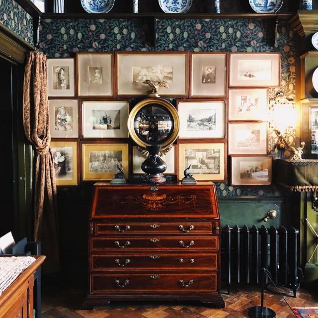 Très très heureuse de ma dernière découverte londonienne : @18staffordterrace , une maison victorienne en état. Un coup de cœur vers Kensington à Londres