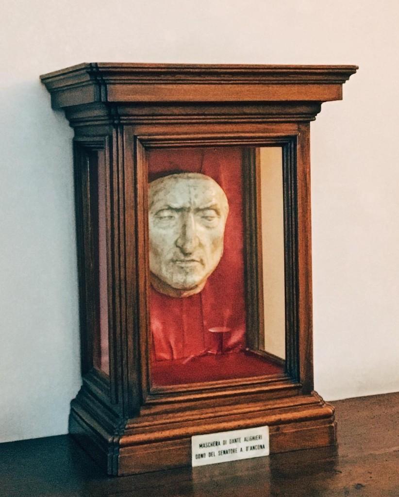 Le masque mortuaire de Dante au Palazzo Vecchio  Florence
